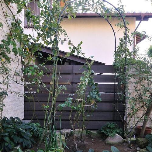 メンテナンスフリー、美しい木目柄の人工木ボーダーフェンスを使ってみて
