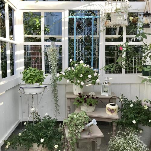 ネストテーブルで沢山お花を飾りました~ガーデンハウスより~